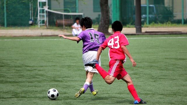 サッカーの審判に必要なものは?規定の審判服、ソックス、靴などの選び方紹介