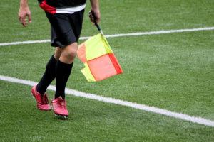サッカーの審判に必要なアイテム