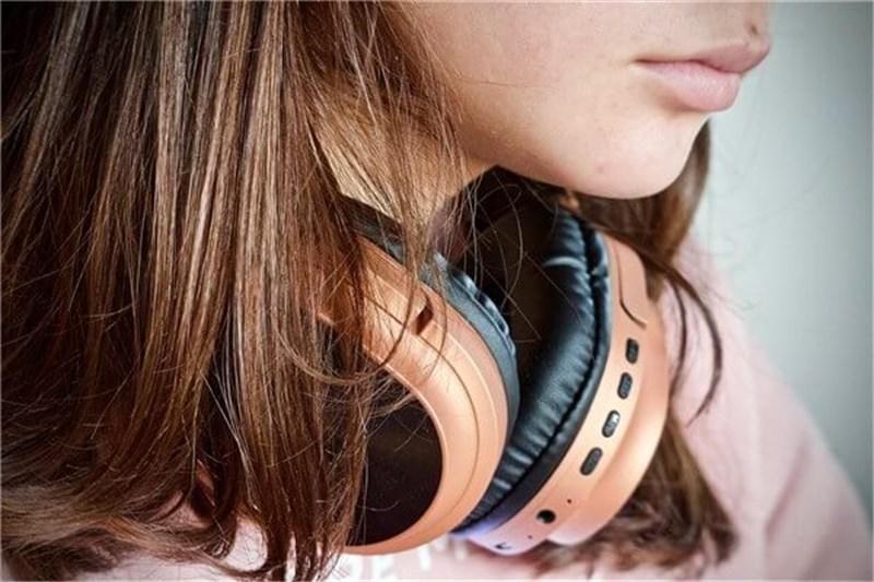 外の音が聞こえるイヤホン【Xperia Ear Duo】声、電車など危険を察知