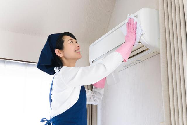 エアコンがカビ臭い!自分でクーラー掃除(DIY)できないなら「おそうじ本舗」
