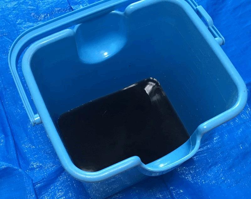 エアコンを高圧洗浄で掃除した時の汚れた水